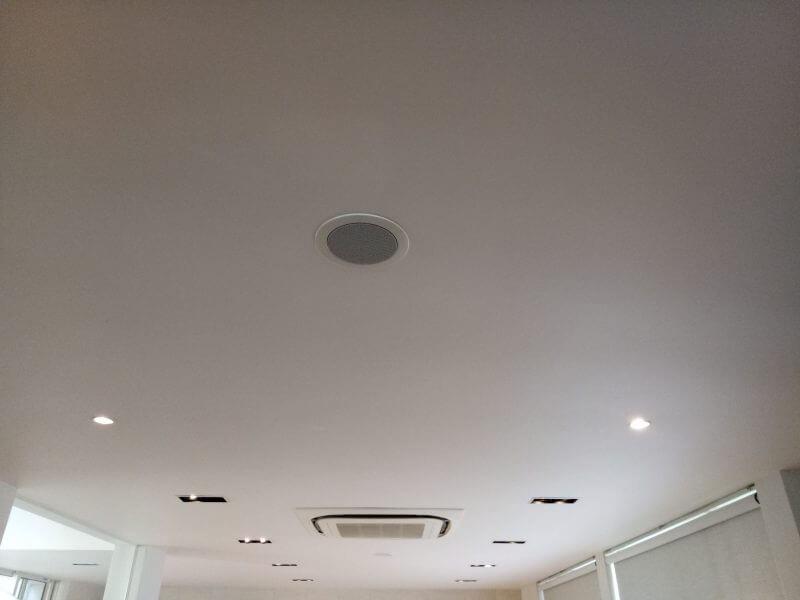 リビングに埋め込んだ天井スピーカー